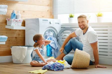93867830-happy-family-man-father-householder-and-child-daughter-in-laundry-with-washing-machine фото